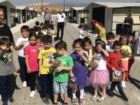Özel Akhisar Deniz Anaokulu öğrencilerinden patili dostlarına ziyaret