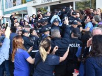 Akhisar'da özel bir hastanenin haczedilmesinde işçiler ile polisler karşı karşıya geldi
