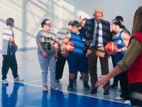 Özel çocuklar basketbol kursunda eğlenceli vakit geçiriyor