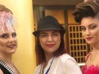 Saloon Öykü, Yunanistan'a damga vurdu