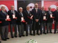 Akhisar'da Kıbrıs gazilerine madalya ve berat takdim edildi