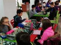 En iyi 32 Akhisarlı satranç turnuvası