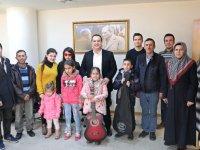 Başkan Besim Dutlulu, ulaşım desteği verdiği engelli öğrencileri konuk etti
