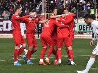 Akhisarspor, galibiyet hasretine lideri devirerek son verdi 2-3