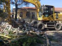 Bünyaniosmaniye camisinin minaresi yıkıldı
