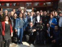 CHP Akhisar İlçe Başkanlığında yeni üyelere rozet töreni