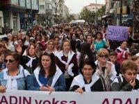 Akhisarlı kadınlar, Dünya Emekçi Kadınlar Günü'nde sokaklarda yürüdü