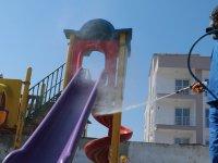 Akhisar'da çocuk parkları da dezenfekte ediliyor