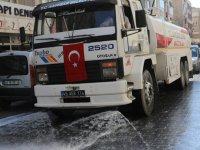 Akhisar Belediyesi, salgın hastalıklara karşı sokakları yıkıyor