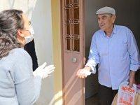 Akhisar Belediyesi 65 yaş üstü vatandaşların yardımına koşuyor