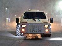 Akhisar'da dezenfekte çalışmaları özel araçlarla yapılıyor