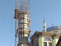 Depremde zarar gören minare yenileniyor