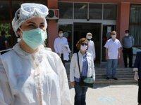 Sağlık çalışanlarının tulumları Akhisar Yardımsevenler Derneği'nden