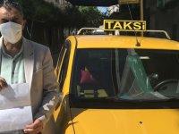 Akhisarlı taksici sağlık çalışanlarını ücretsiz taşıyor