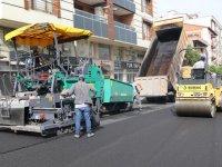 Akhisar Belediyesi, asfalt çalışmalarına son sürat devam ediyor