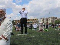 Akhisar'da 74 gün sonra ilk Cuma namazı kılındı