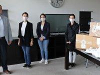 Akhisar'da kadınlar gönüllü olarak 4 bin maske üretti