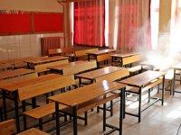 Akhisar Belediyesi, sınav öncesinde okulları dezenfekte etti