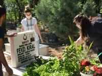 CHP'li gençlerden şehitlere anlamlı ziyaret