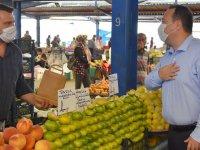 Başkan Dutlulu pazarcı esnafına hijyen seti dağıttı