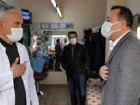 Akhisar Belediyesi'nden berber ve kuaförlere malzeme desteği