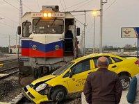 Akhisar'da tren kazası: Şoför son anda kurtuldu!