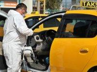 Akhisar Belediyesi kentteki tüm taksileri dezenfekte ediyor