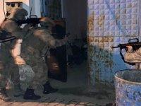 Akhisar'da firarinin kaldığı adreste silah ve mühimmat ele geçirildi