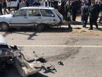 Akhisar'da 3 aracın karıştığı feci kaza