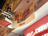 CHP İlçe Binasına asılan pankart polis zoruyla kaldırıldı