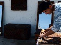 17 yaşındaki hakkak Selçuklu ve Osmanlı motiflerini ahşaba işliyor