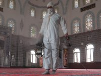 Akhisar'da Camilere Ramazan Temizliği