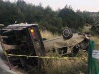 Akhisar'da devrilen çekicinin sürücüsü hayatını kaybetti