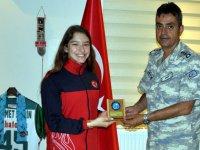 Dünya Şampiyonu, Garnizon Komutanı Şahin'i ziyaret etti