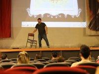 Türkiye'nin en ilginç tarih öğretmeni Cumhur Sarı Akhisar'da sahne aldı
