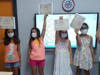 Kursu başarıyla tamamlayan öğrenciler sertifikalarını aldı