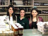 Akhisarlı girişimci kadınların ürünleri artık Köfteci Ramiz şubelerinde
