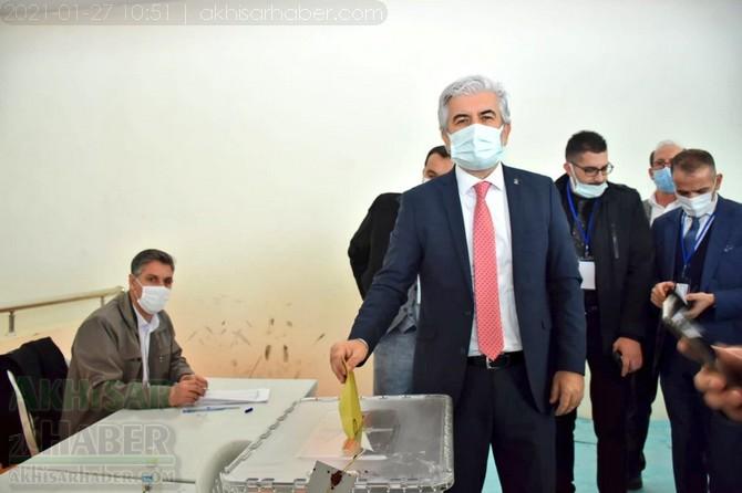 ak-parti-manisa-il-salih-hizli-kongre-(14).jpg