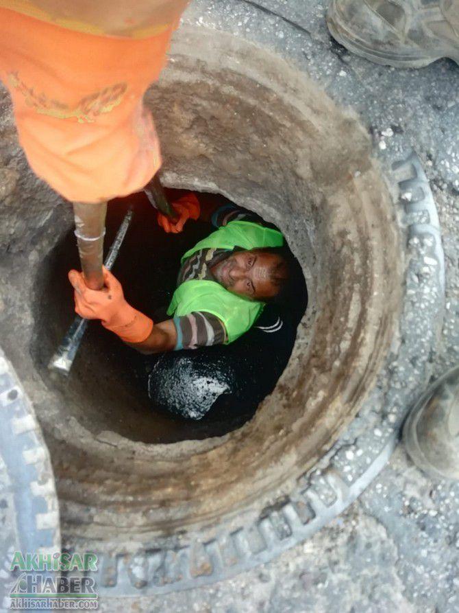 akhisar'da-ana-kanalizasyon-hatlarinda-temizlik-calismasi-tamamlandi-(3).jpg