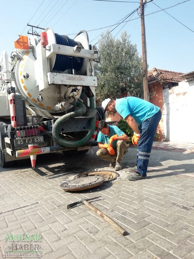 akhisar'da-ana-kanalizasyon-hatlarinda-temizlik-calismasi-tamamlandi-(7).jpg