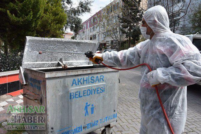 akhisar'da-cop-konteynerleri-dezenfekte-ediliyor-(1)-001.jpg
