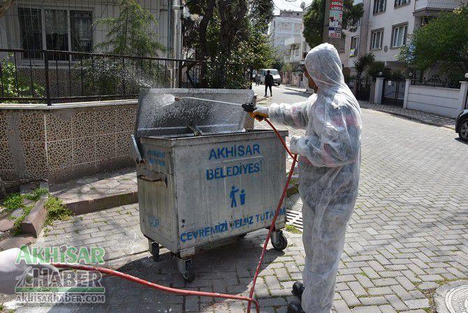 akhisar'da-cop-konteynerleri-dezenfekte-ediliyor-(3)-001.jpg