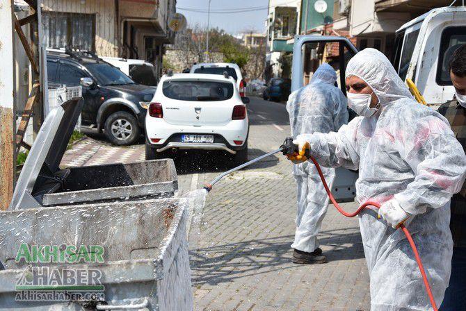 akhisar'da-cop-konteynerleri-dezenfekte-ediliyor-(4)-001.jpg