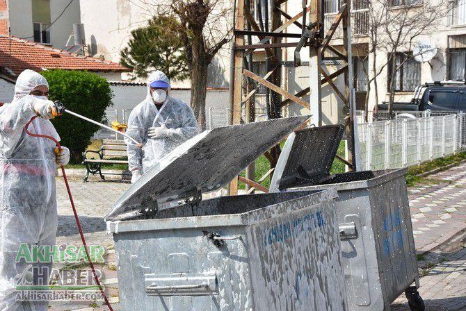akhisar'da-cop-konteynerleri-dezenfekte-ediliyor-(7)-001.jpg