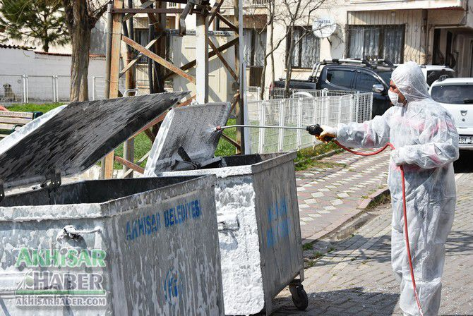 akhisar'da-cop-konteynerleri-dezenfekte-ediliyor-(8)-001.jpg