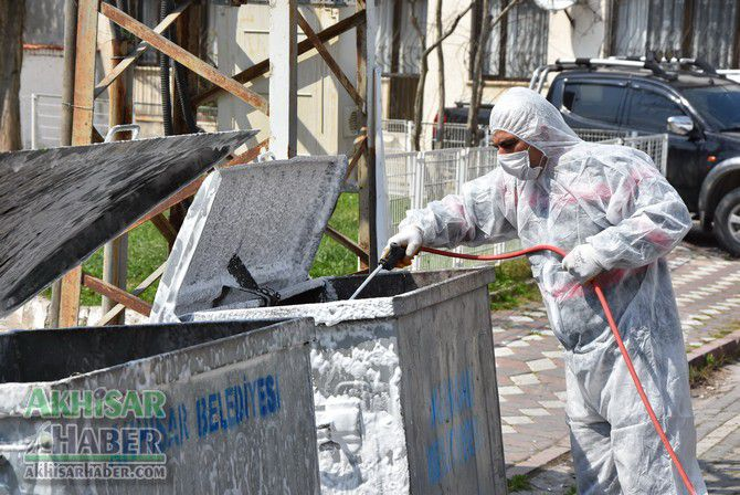 akhisar'da-cop-konteynerleri-dezenfekte-ediliyor-(9)-001.jpg
