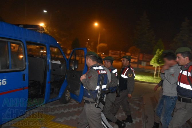akhisar'da-jandarma-ekipleri-hayvan-hirsizlari-sebekesini-cokertti-(4).jpg
