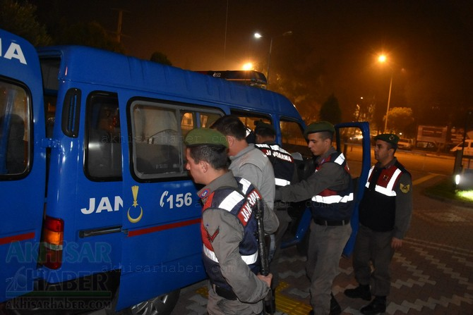akhisar'da-jandarma-ekipleri-hayvan-hirsizlari-sebekesini-cokertti-(6).jpg