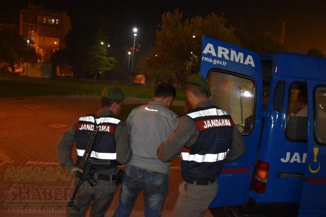 akhisar'da-jandarma-ekipleri-hayvan-hirsizlari-sebekesini-cokertti-(7).jpg