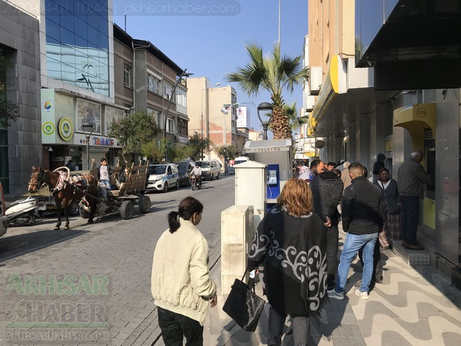 akhisar'da-polis-evde-kal-cagrisi-yapti-(2).jpg